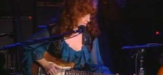 "John Lee Hooker and Bonnie Raitt play ""I'm In The Mood"""